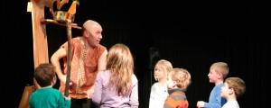 Peter Faber De Olifant die woord hield met kinderen Uitsnede